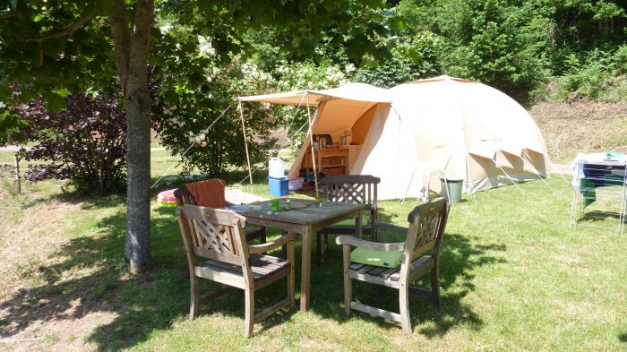 Furnished tent vs Safaritent & equipped karsten rental tent Holiday France campsite