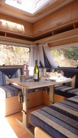 Voorzijde huur caravan op camping in Nages