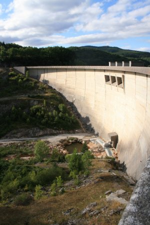Visit the dam of Lac du Laouzas
